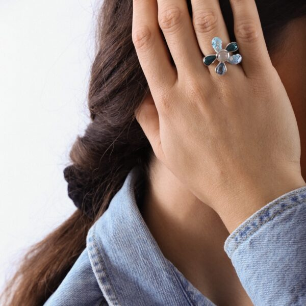 anillo_plata de ley_resina_circonitas_flor_blanca_azul_seyart_2