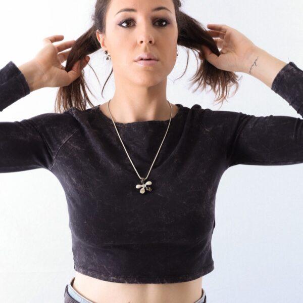 collar_flor_plata de ley_negro_miel_blanco_cadena de plata_seyart_2