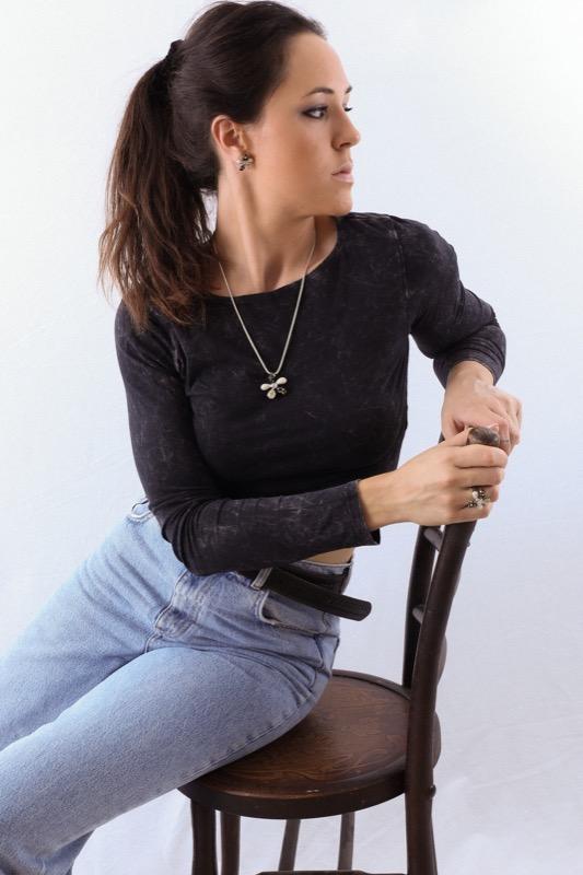 collar_flor_plata de ley_negro_miel_blanco_cadena de plata_seyart_4