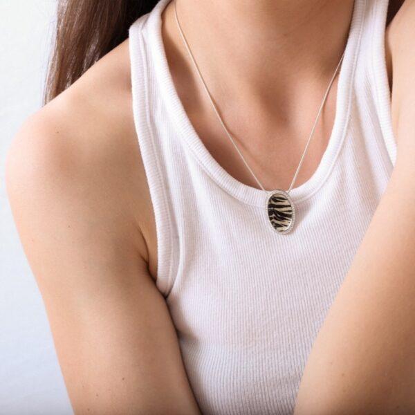 collar_plata de ley_esmalte_animal print_circonitas_ovalado_seyart_2