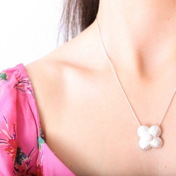 collar_plata de ley_flor_perla natural_cadena de plata_seyart_2