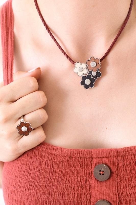 collar_plata de ley_madera_flores_marron_amarillo_seyart_4