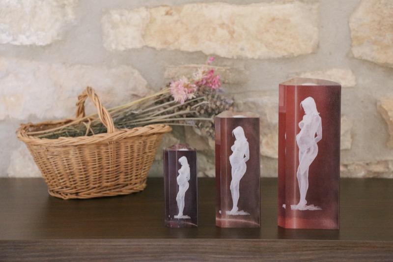 cristal_escultura_regalo_decorativo_grabado laser_dibujo_3D_embarazada_mujer_pintado_seyart_5