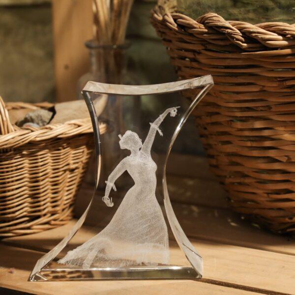 cristal_escultura_regalo_decorativo_grabado laser_dibujo_3D_flamenca_pasion_seyart_2