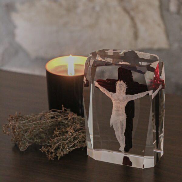 cristal_escultura_regalo_decorativo_grabado laser_dibujo_3D_pintado_cristo_religion_seyart_2