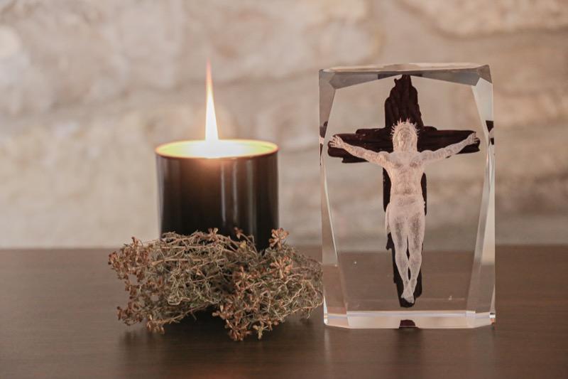 cristal_escultura_regalo_decorativo_grabado laser_dibujo_3D_pintado_cristo_religion_seyart_5