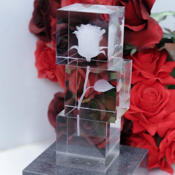 cristal_escultura_regalo_decorativo_grabado laser_dibujo_3D_rosa_flor_cubos_seyart_2