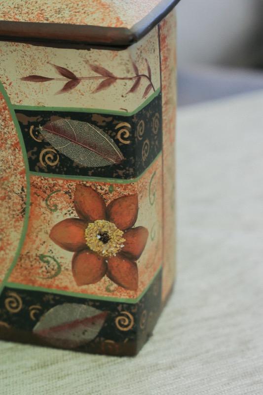 jarron_decorativo_ceramica_beige_marron_flores_cuadrado_japones_seyart_3