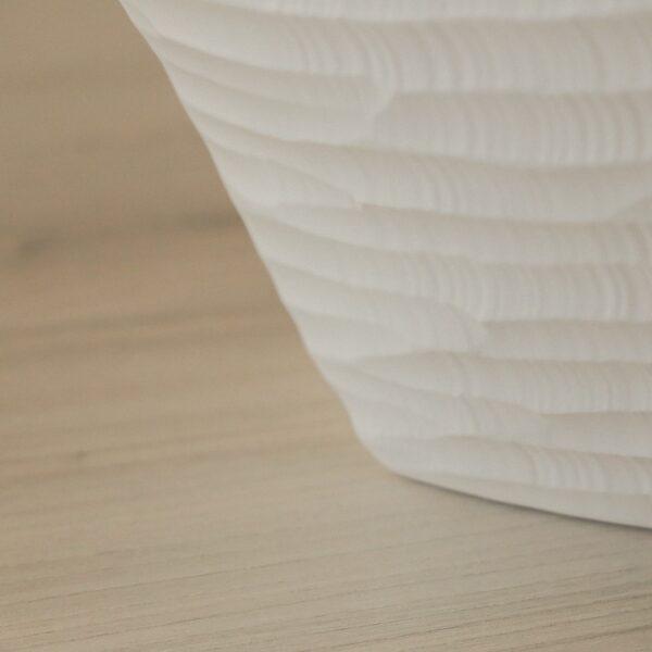 jarron_decorativo_ceramica_blanco_estrecho_relieve_seyart_2