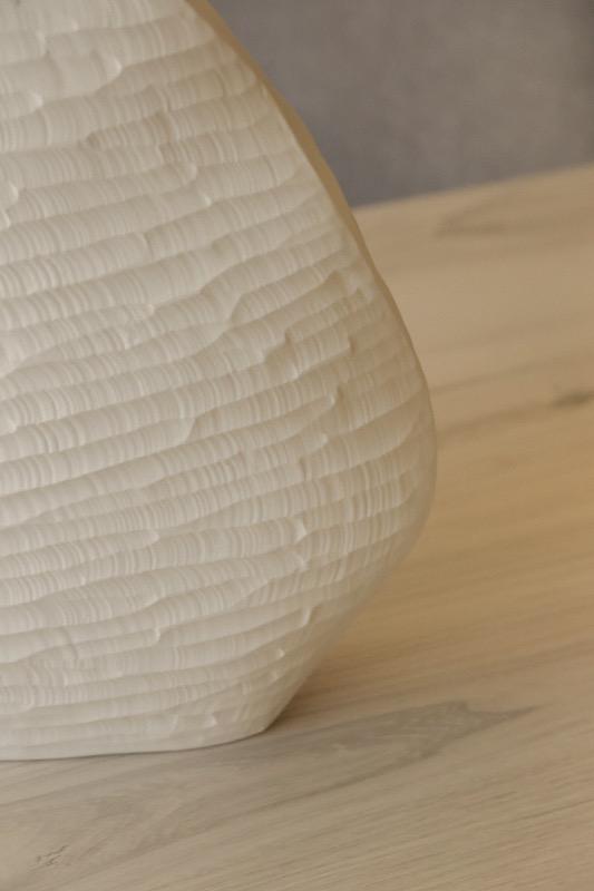 jarron_decorativo_ceramica_blanco_estrecho_relieve_seyart_4