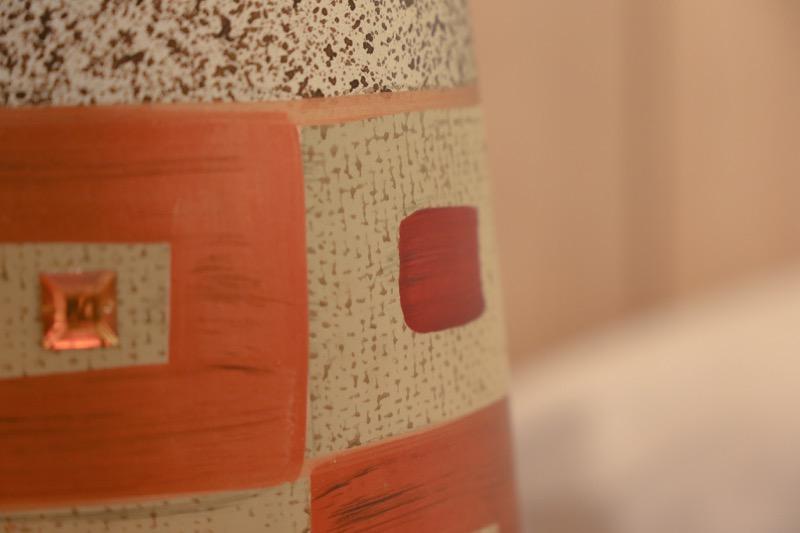 jarron_decorativo_ceramica_gris_naranja_diseño mosaico_seyart_6