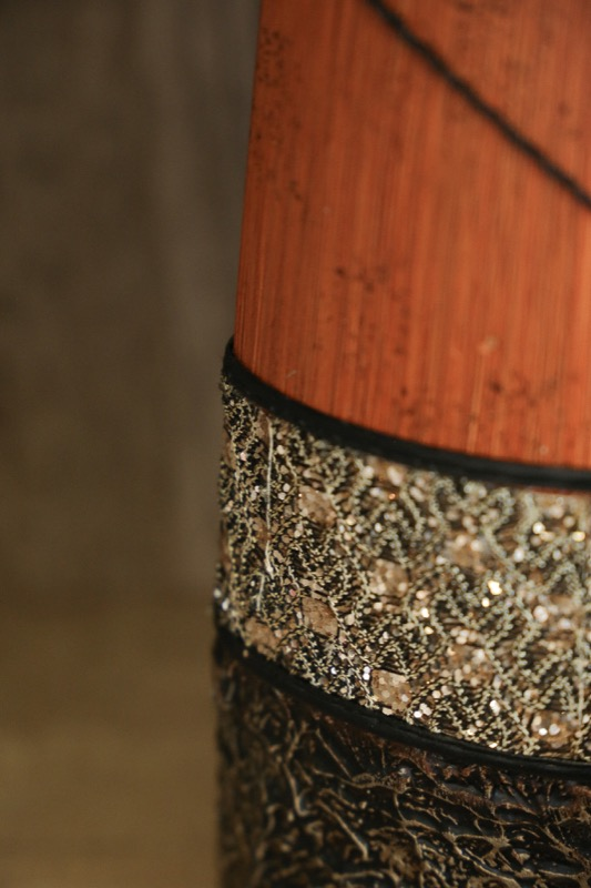 jarron_decorativo_ceramica_madera_marron_naranja_africano_pequeño_seyart_5