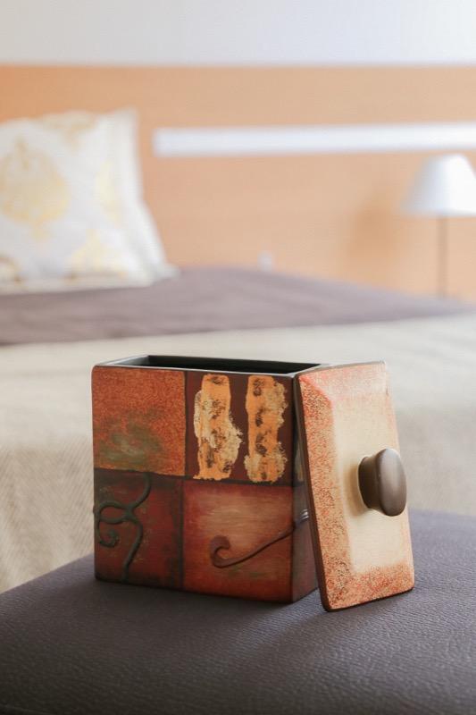 jarron_decorativo_ceramica_naranja_marron_pintura_cuadrado_japones_seyart_6
